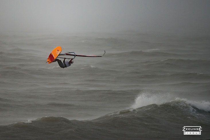 Rinaldo-Lokers-Zeeuwse-Pixels-windsurf-waves-domburg-3