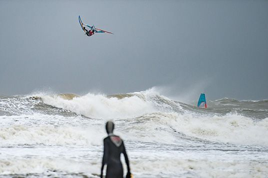 Rinaldo-Lokers-Zeeuwse-Pixels-windsurf-waves-domburg-8