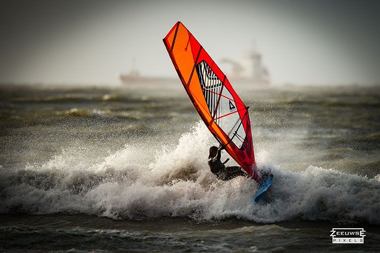 Rinaldo-Lokers-Zeeuwse-Pixels-windsurf-waves-domburg-2