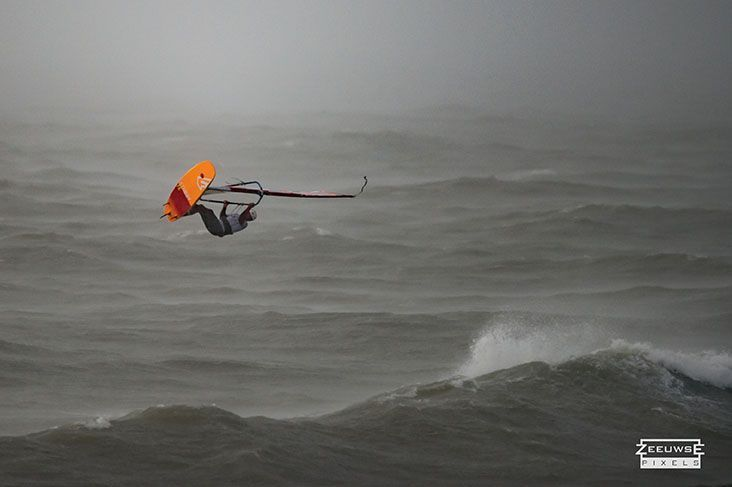Rinaldo-Lokers-Zeeuwse-Pixels-windsurf-waves-domburg-3