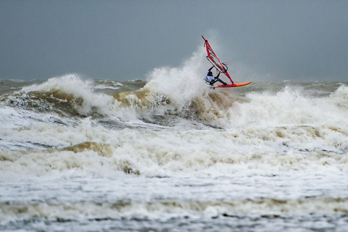 Rinaldo-Lokers-Zeeuwse-Pixels-windsurf-waves-domburg-7